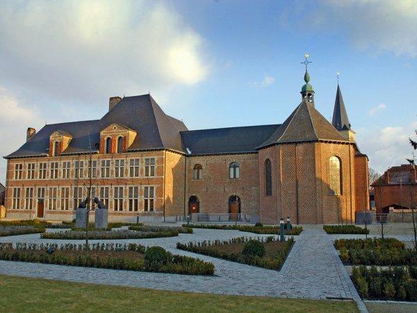Historisch Bree vrijthof stadhuis