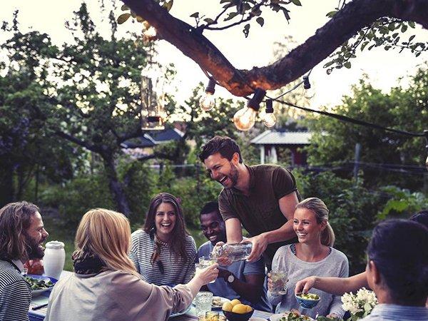cohousing, samen wonen met vrienden, is vanaf nu ook gereglementeerd. Indien een van de bewoners vertrekt, kan deze vervangen worden, mits de toestemming van alle partijen. De vertrekkende huurder is nog steeds tot 6 maand verantwoordelijk.