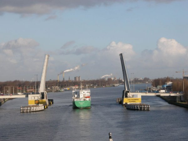 Ophaalbrug Kanaal Gent-Terneuzen in Zelzate