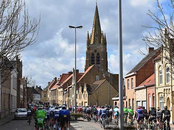 Wevelgem is het decor van de bekende wielerwedstrijd Gent-Wevelgem