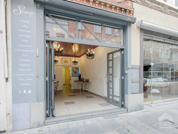 Compacte winkel ruimte op commerciële toplocatie in Maaseik.