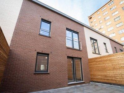 Huis met 3 slaapkamers met dubbele garage, tuin en terras