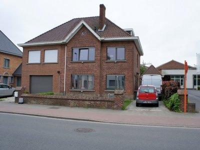 Era Becue te huur Deerlijkstraat 60 Zwevegem Half open woning met 5 slaapkamers, tuin en garage